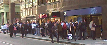 Queues in Central London for the iPhone 3G launch 11 July 2008