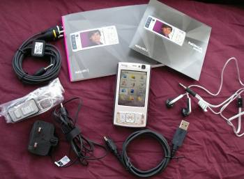 Contents of the Nokia N95 box